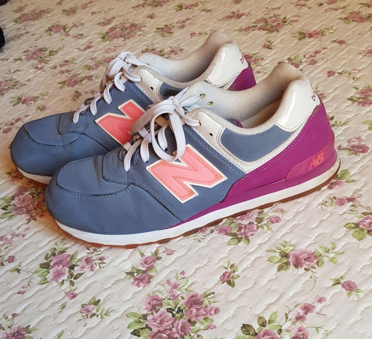 8c1b64aa529 new balance 574 azul e rosa - tênis new balance.  Czm6ly9wag90b3muzw5qb2vplmnvbs5ici9wcm9kdwn0cy82otk2ntq1l2viyjg4otjmytzknjq2nwvjzjrhzdnjzgy3n2yzytg0lmpwzw  ...