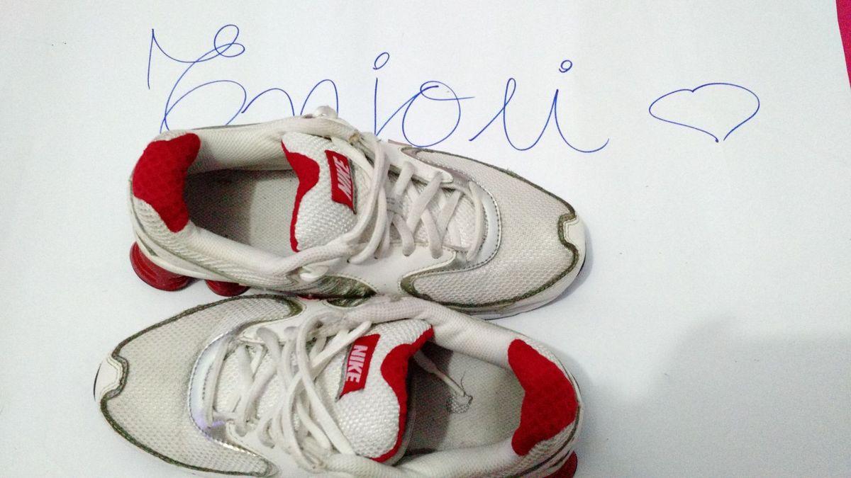 official photos 4eb76 99718 nike shox branco e vermelho 6 molas - tênis nike.  Czm6ly9wag90b3muzw5qb2vplmnvbs5ici9wcm9kdwn0cy81njizms8xotaznzawntlkyjixmdjimwi1ngrmodliyzq4ytdlns5qcgc