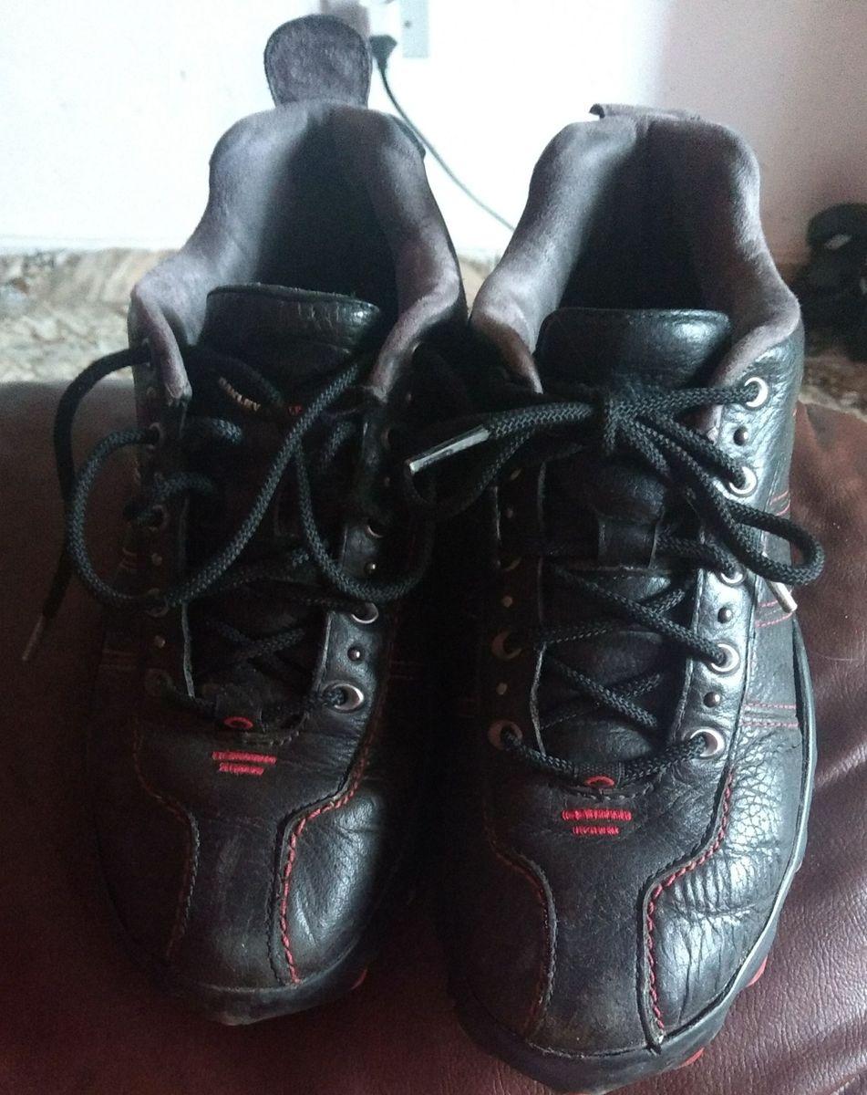 963efd830cad9 oakley air strip 2.0 (black red) - tênis oakley.  Czm6ly9wag90b3muzw5qb2vplmnvbs5ici9wcm9kdwn0cy84mtkxodewl2ezzgnmzjewn2y0nmvjzwi2m2mxzme3owyxodu4mzdilmpwzw  ...