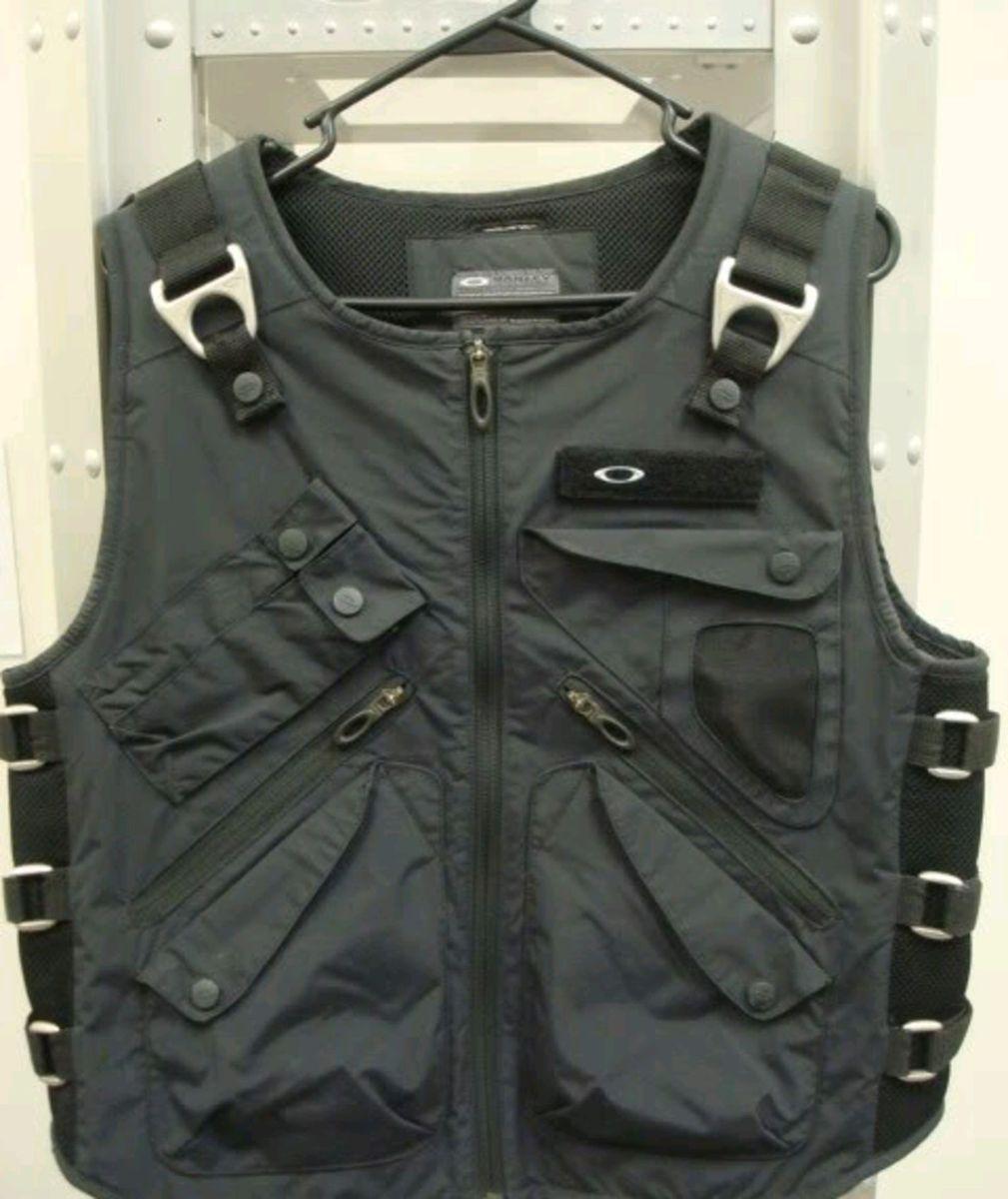 oakley ap vest masculino - coletes oakley.  Czm6ly9wag90b3muzw5qb2vplmnvbs5ici9wcm9kdwn0cy82mju5nduxlzvkngfhzgnhnguynzbhytu1zgrjnjuwzgvmytc4nta0lmpwzw  ... 7213a0a16d313