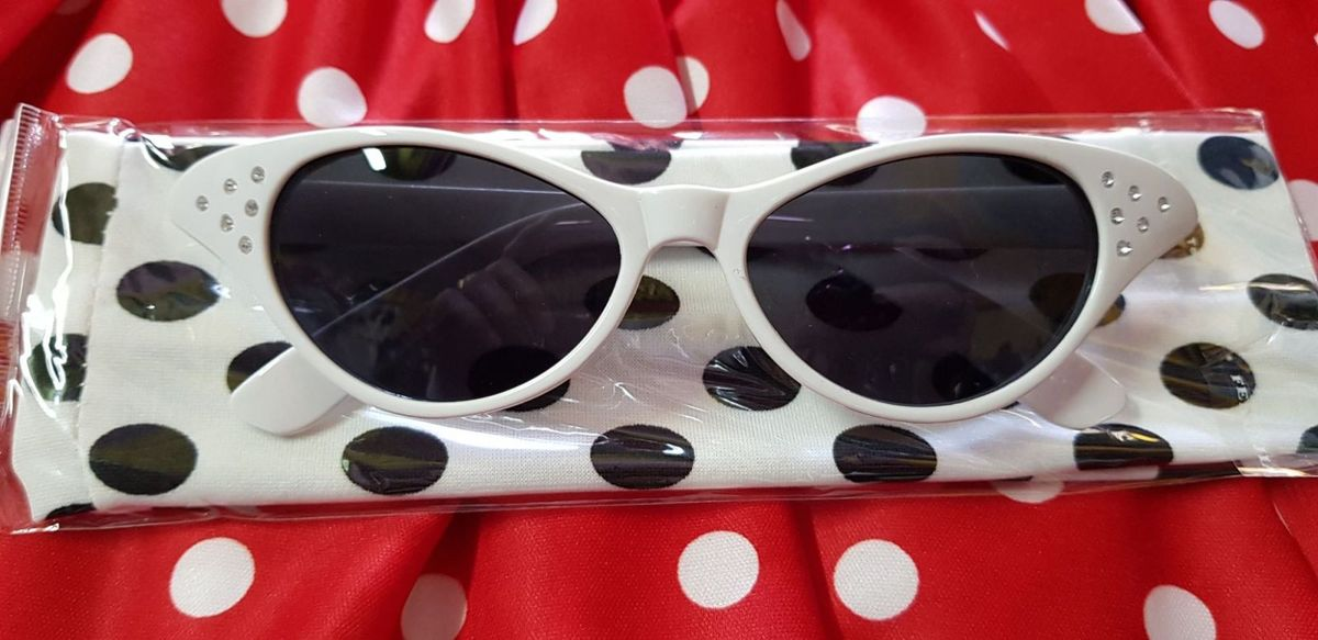 oculos anos 60 gatinha branco - óculos sem marca.  Czm6ly9wag90b3muzw5qb2vplmnvbs5ici9wcm9kdwn0cy8zote1mzgvmzq5mdvmntkxotzimgi3ndqzmwmxyzdhmjzjodhlzdguanbn  ... d9d95832dd