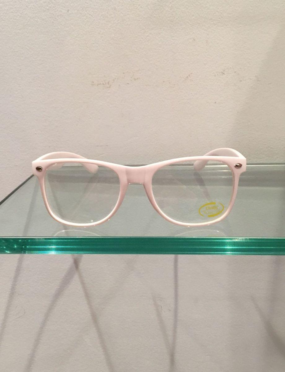 49bf78bccc6b5 óculos branco quadrado - óculos sem marca.  Czm6ly9wag90b3muzw5qb2vplmnvbs5ici9wcm9kdwn0cy81mju2mzg4lzlhotzkogi4yzizngixnja0ody4otmwn2jmyzeyngnhlmpwzw  ...
