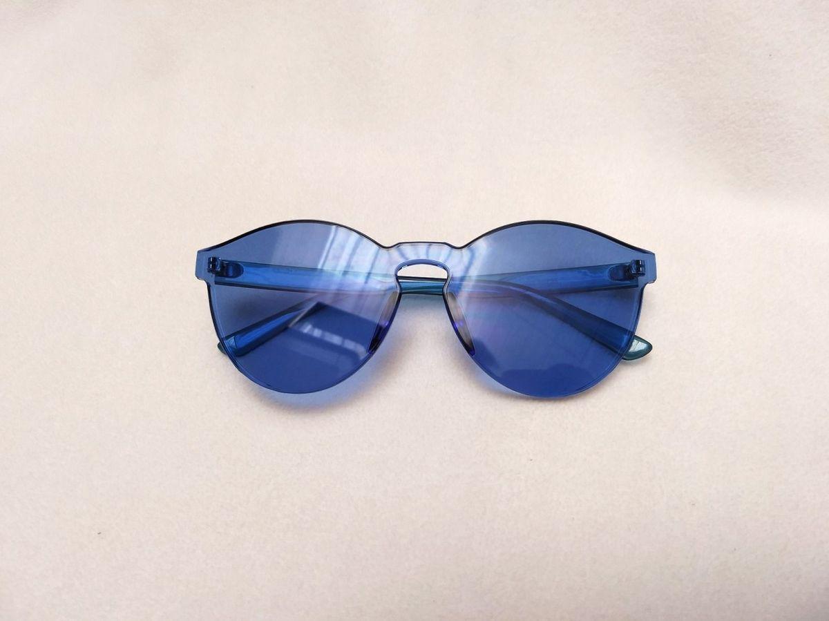 5890e02cc18e4 Óculos Colorido Azul 💙💦   Óculos Feminino Nunca Usado 28055115 ...