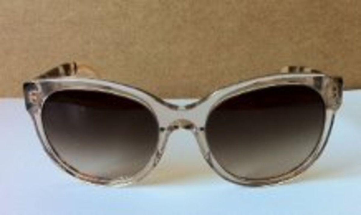 a786b6293431d óculos de sol burberry - óculos burberry.  Czm6ly9wag90b3muzw5qb2vplmnvbs5ici9wcm9kdwn0cy8xnjc3odgvzwm1otmymdi0yta5ntzhyja5nta5nddmyzewn2eymzcuanbn  ...