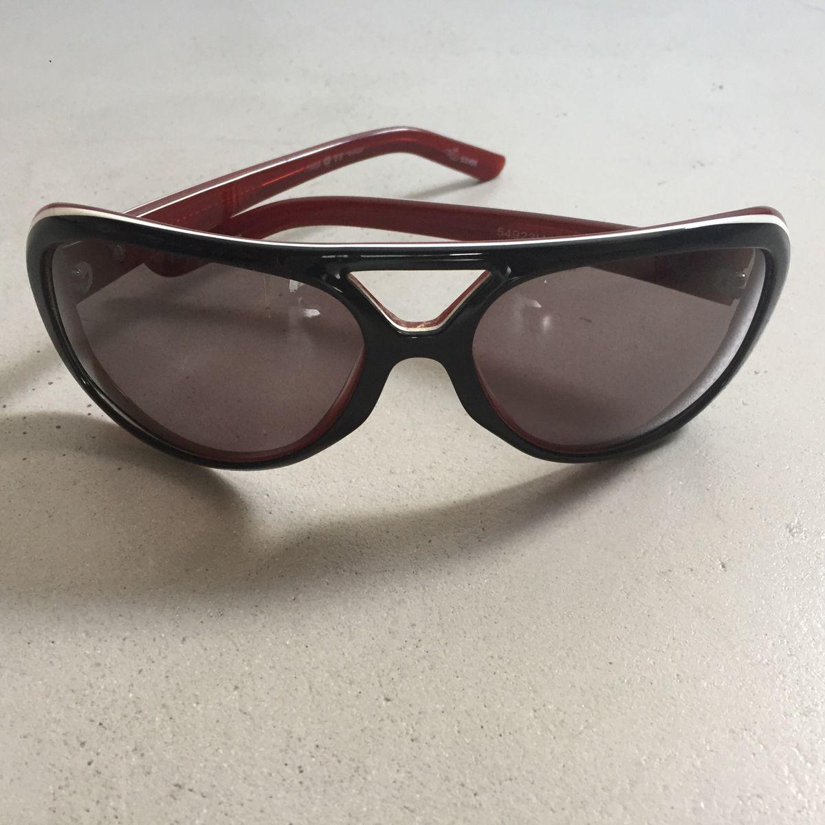 cd78735eb Óculos de Sol Chilli Beans Preto com Interno Vermelho Vinho | Óculos  Feminino Chilli Beans Usado 32161358 | enjoei