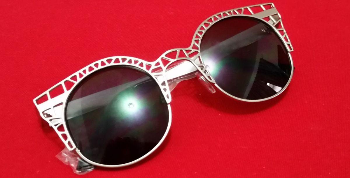 Óculos de Sol de Gatinho - Redondo   Óculos Feminino Nunca Usado ... ab2eeab4a4