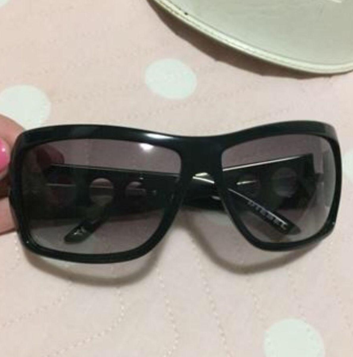 326b3ab49 óculos de sol diesel com estojo - óculos diesel.  Czm6ly9wag90b3muzw5qb2vplmnvbs5ici9wcm9kdwn0cy80nte1otq2l2e4n2uzzdzlzjziy2jjmjbkndyxndjlm2m3ntewmzzmlmpwzw