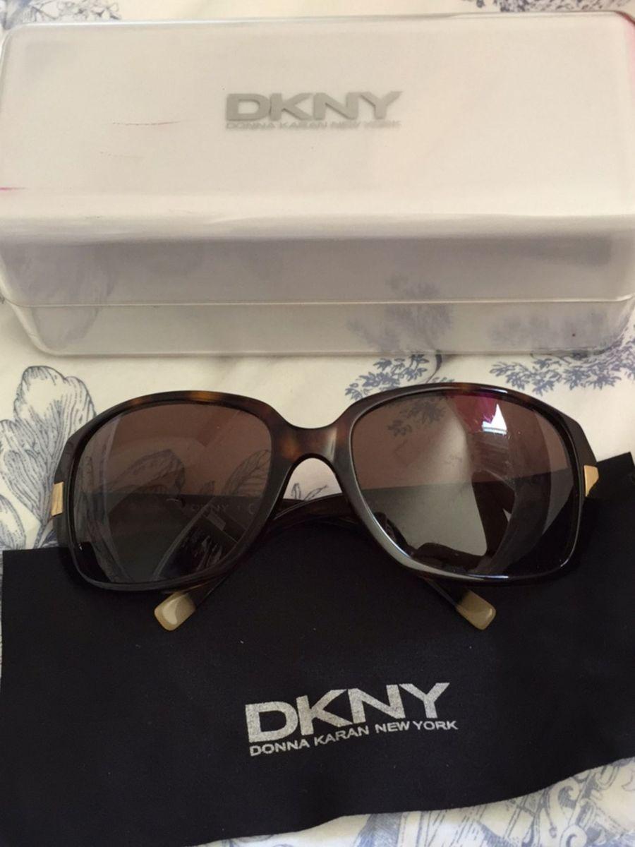47d9c3216 óculos de sol dkny dy4049 - óculos dkny.  Czm6ly9wag90b3muzw5qb2vplmnvbs5ici9wcm9kdwn0cy83mda2mjayl2myotm4mty5mdhlntlmowvingi1nzkwnwzhmgflyzu2lmpwzw