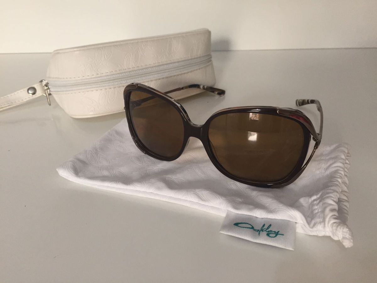 bbb25fe50e9eb Óculos de Sol Feminino Oakley - Changeover   Óculos Feminino Oakley ...