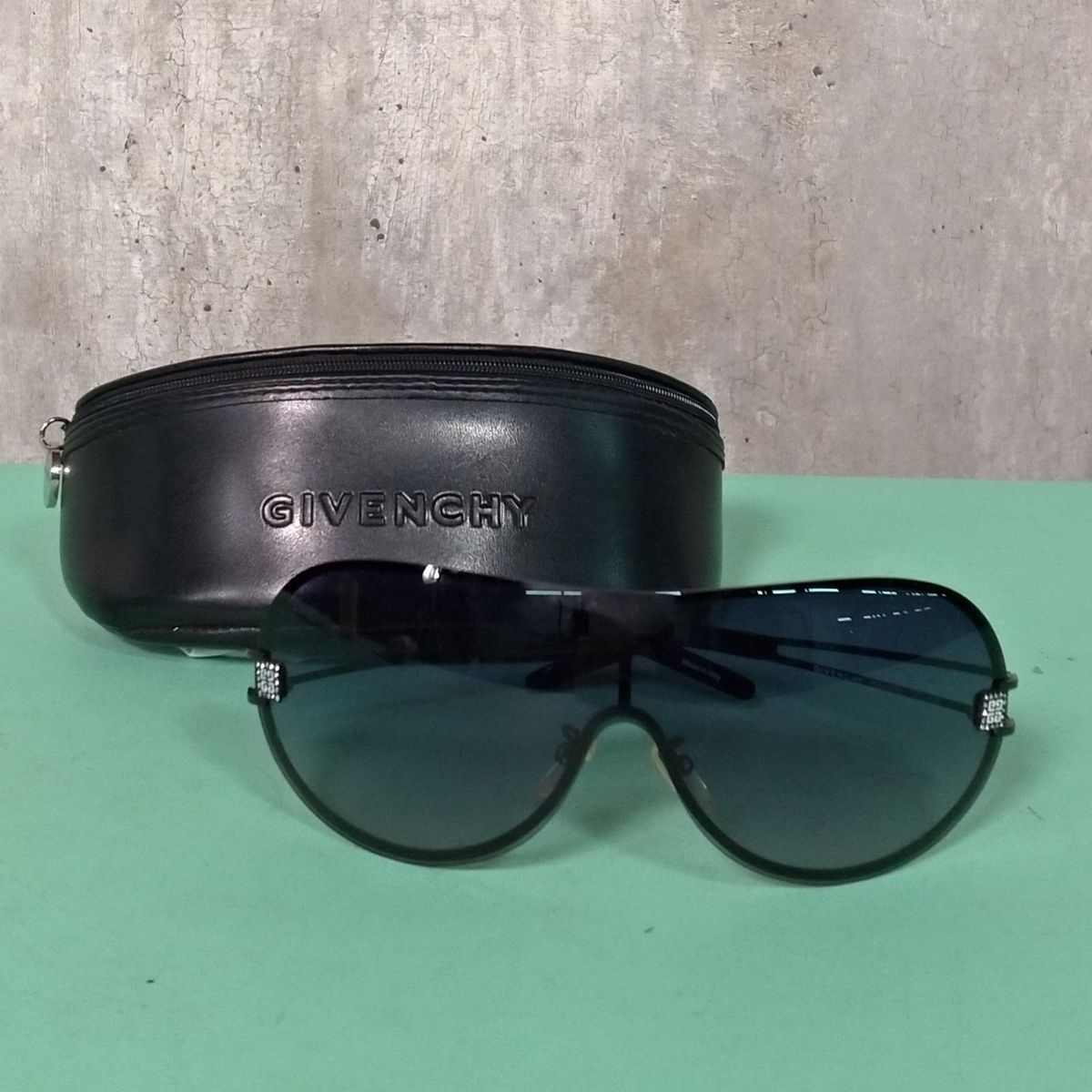 bae2bdeb0 Óculos de Sol Givenchy   Óculos Feminino Givenchy Usado 29524480   enjoei