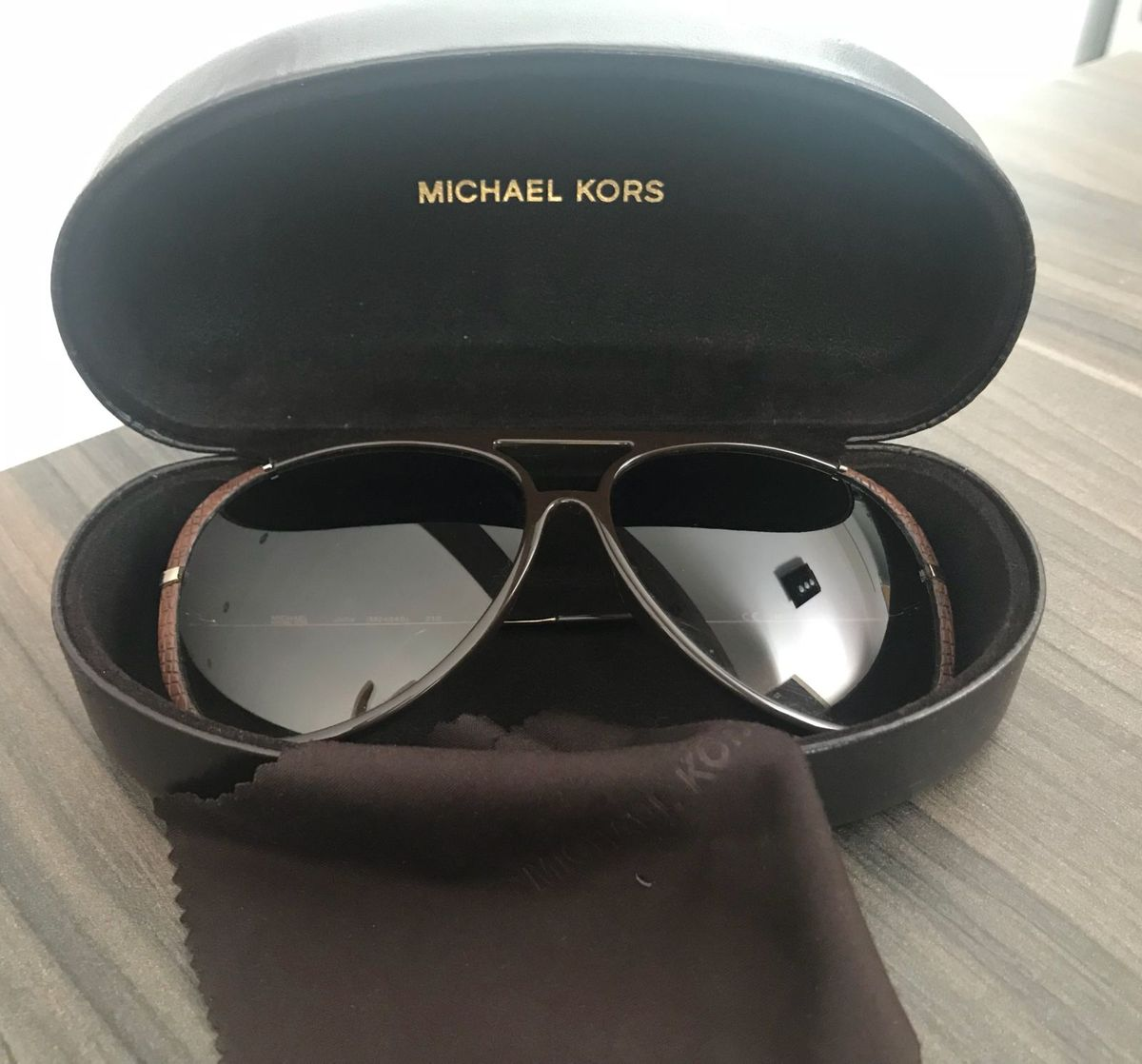 c96d46b977af8 óculos de sol michael kors - óculos michael kors.  Czm6ly9wag90b3muzw5qb2vplmnvbs5ici9wcm9kdwn0cy82mdgxode0l2e1zjq0mjjkzdgynjg1yzmwmjkyyzy4ogrjmgq1ogvmlmpwzw  ...