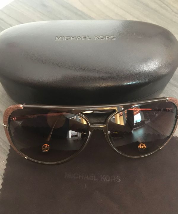e0620fc36d892 Óculos de Sol Michael Kors   Óculos Feminino Michael Kors Usado 30254282    enjoei