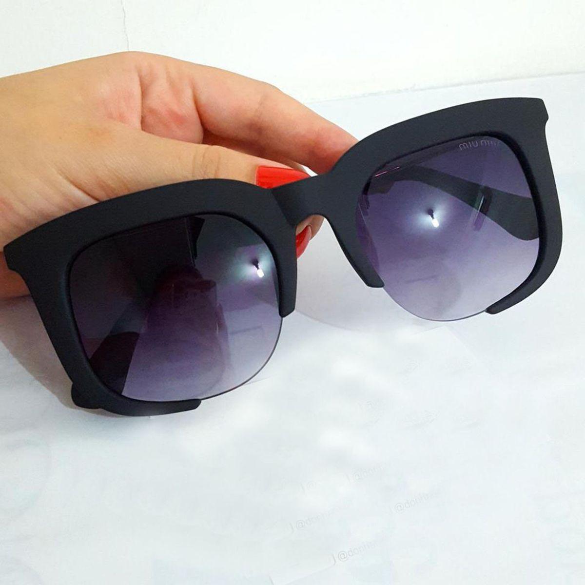 óculos de sol miu miu rasoir - óculos miu miu.  Czm6ly9wag90b3muzw5qb2vplmnvbs5ici9wcm9kdwn0cy84ntm0nzg2l2mxnza4ytbiy2e2njzjmtrkogrizjlinmvlzdlmyzvhlmpwzw  ... 43d330ef39