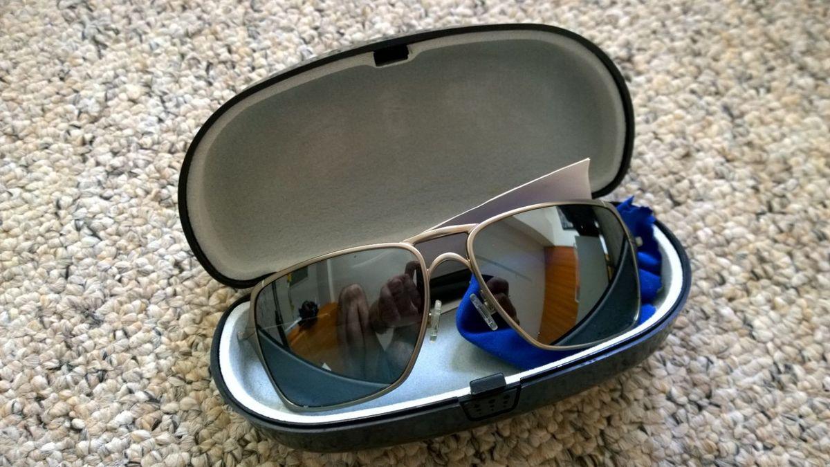 f466f8eb8 óculos de sol oakley inmate - óculos oackley.  Czm6ly9wag90b3muzw5qb2vplmnvbs5ici9wcm9kdwn0cy80odczoda1lzawyme1nwu5yzmxnmixmgvlnzbmmdgyzmfjnjhjyjyxlmpwzw