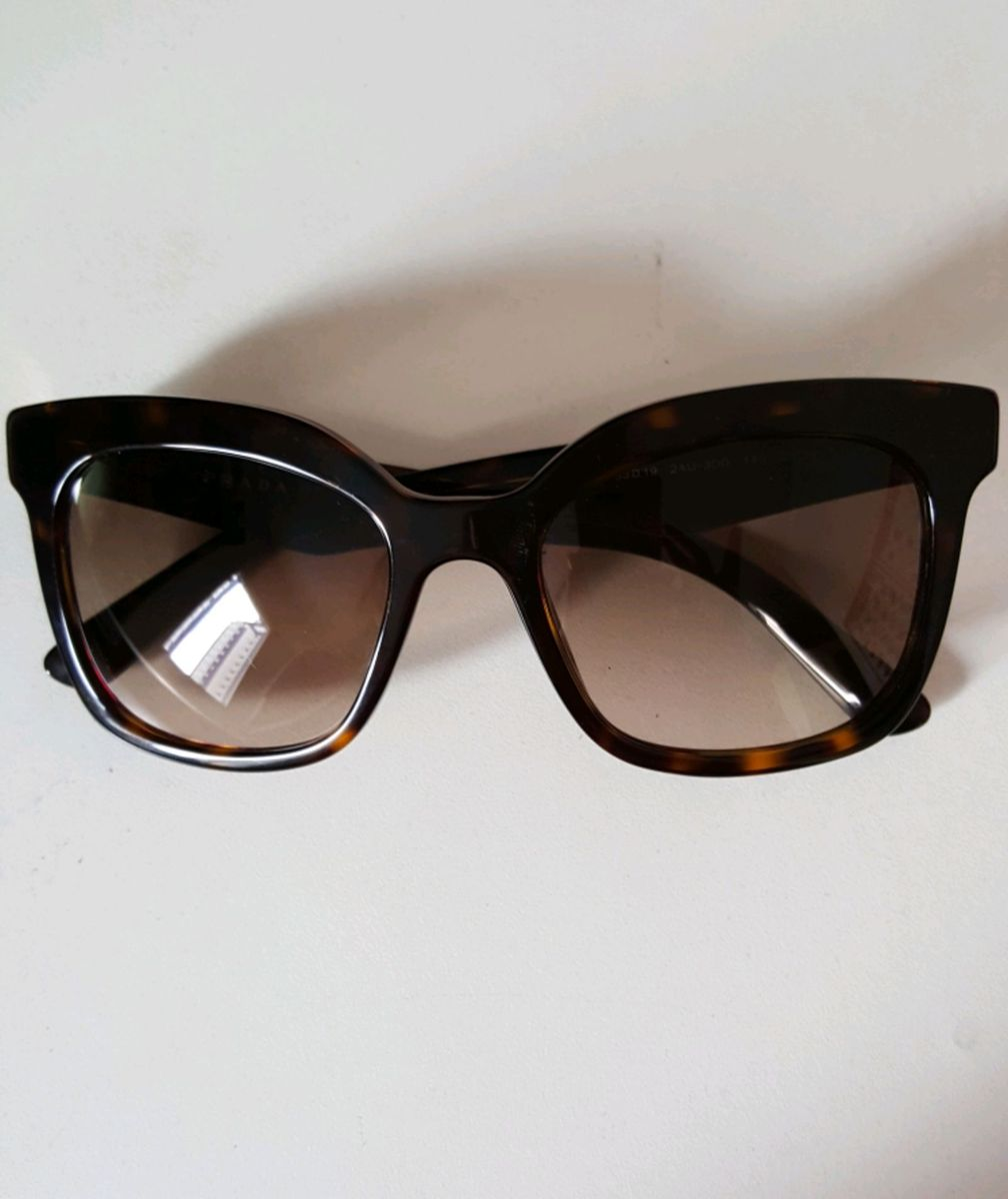 d8048012d óculos de sol prada - óculos prada.  Czm6ly9wag90b3muzw5qb2vplmnvbs5ici9wcm9kdwn0cy81otq0nzy2lznizgvimtdjy2e3ngnlmtrlndrkzwvmmge2njm4yja2lmpwzw
