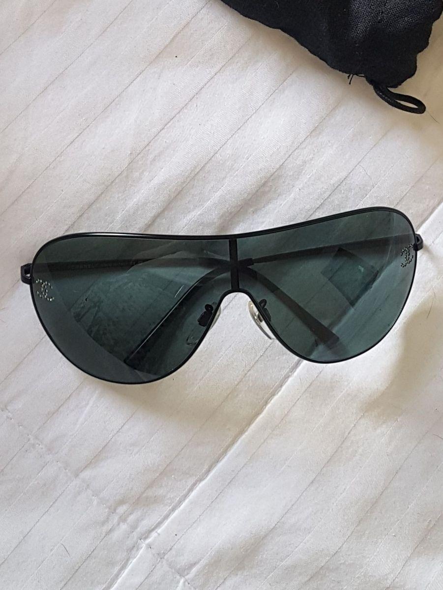 1a85150391a04 óculos de sol preto chanel aviador strass logo - óculos chanel