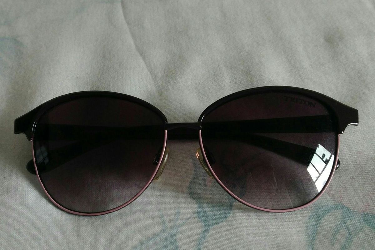 Óculos de Sol Roxo Gatinho Triton   Óculos Feminino Triton Usado ... 9890ad7bb7