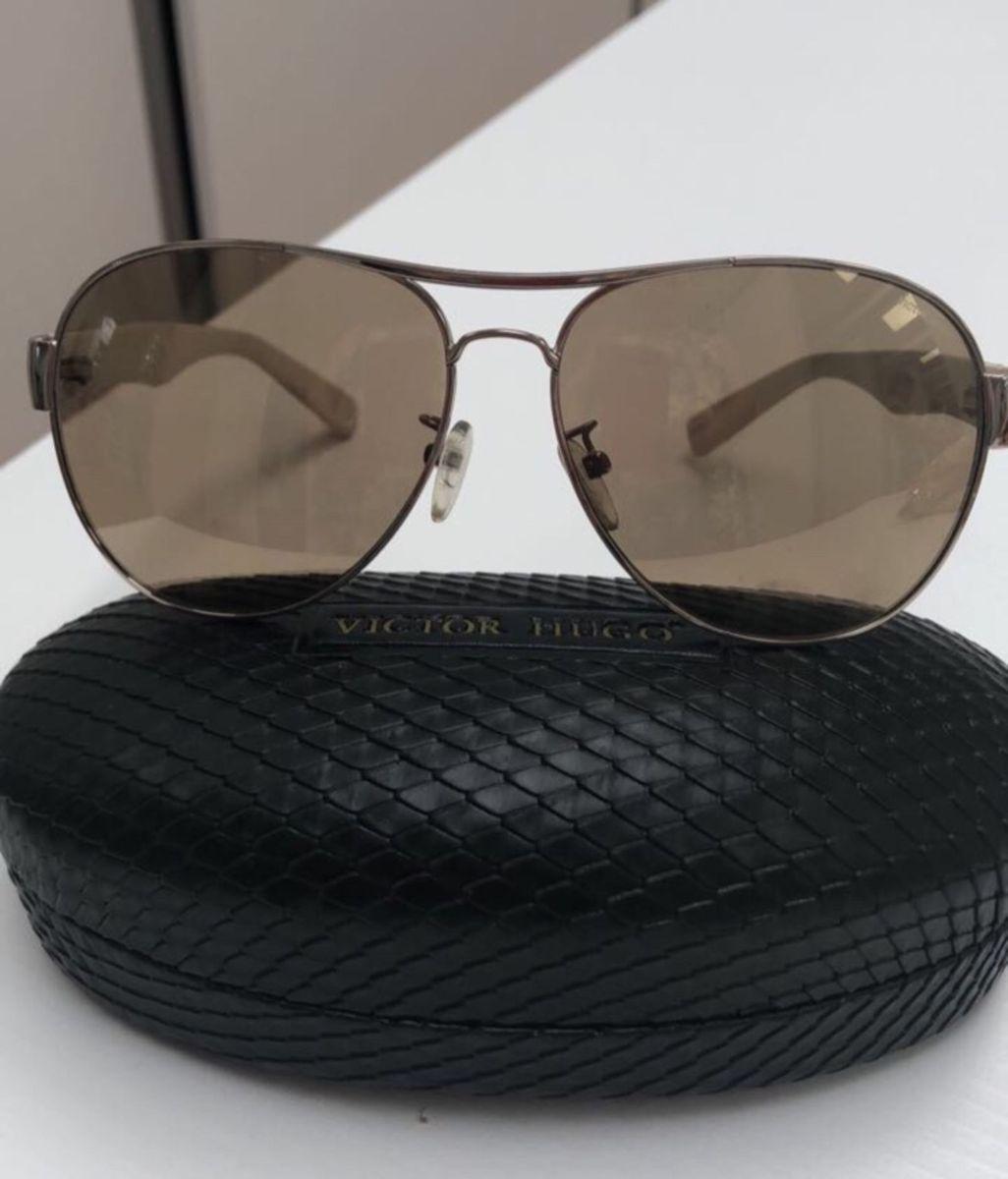 f517a9ee1d9 óculos de sol victor hugo - óculos victor hugo.  Czm6ly9wag90b3muzw5qb2vplmnvbs5ici9wcm9kdwn0cy81odmyodm2lzbkzgi1n2jintjiyte3ndzlmti0njrkotkyzwq1yti1lmpwzw