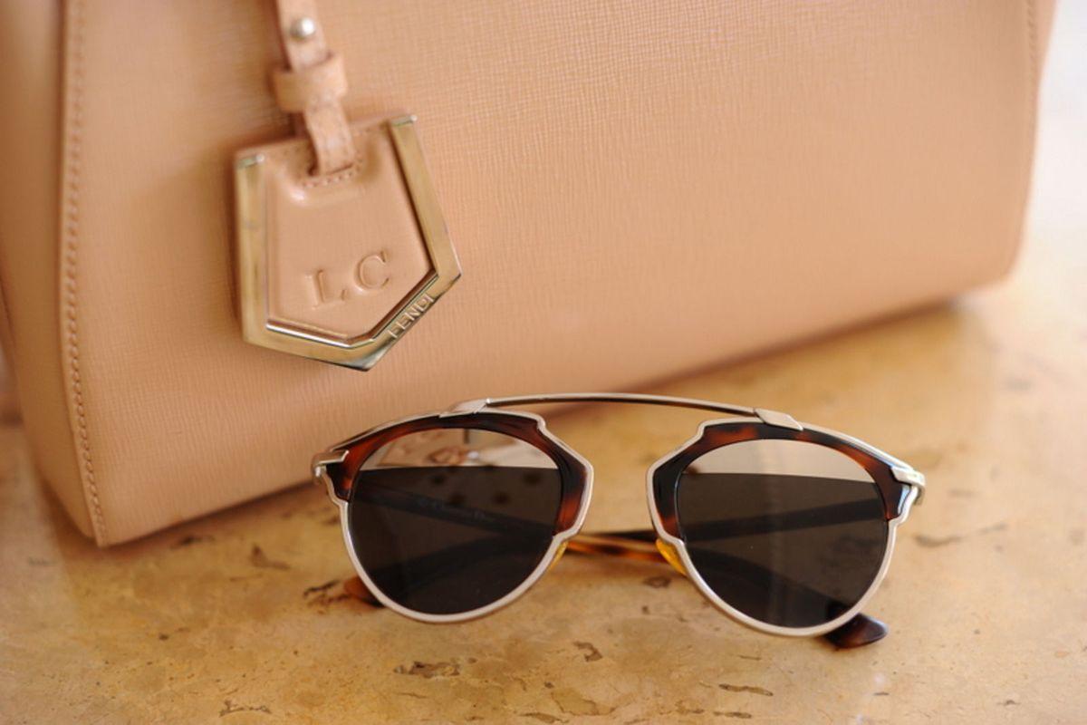 óculos dior so real tartaruga - óculos dior.  Czm6ly9wag90b3muzw5qb2vplmnvbs5ici9wcm9kdwn0cy80nja5mtuxl2qxnzm0ztk1mzhlotkwyjrjmdq3m2m0mgvindhkyjuwlmpwzw  ... 9f92cd03f0