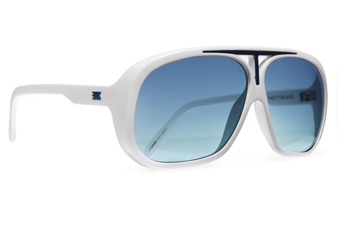 adc917d649f81 azul e branco - óculos evoke.  Czm6ly9wag90b3muzw5qb2vplmnvbs5ici9wcm9kdwn0cy8ynjg0otavm2q1n2yyndbhnwy2ndc5mzvjztfkmdi5otm0ngizmmeuanbn