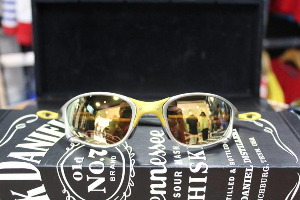 oculos juliet oakley 24k - óculos sem marca.  Czm6ly9wag90b3muzw5qb2vplmnvbs5ici9wcm9kdwn0cy83mduznja2lzg5zmexnwfmmjc1mde5mdaznty5mgmxntazn2y3yzqylmpwzw  ... 2e413b5109