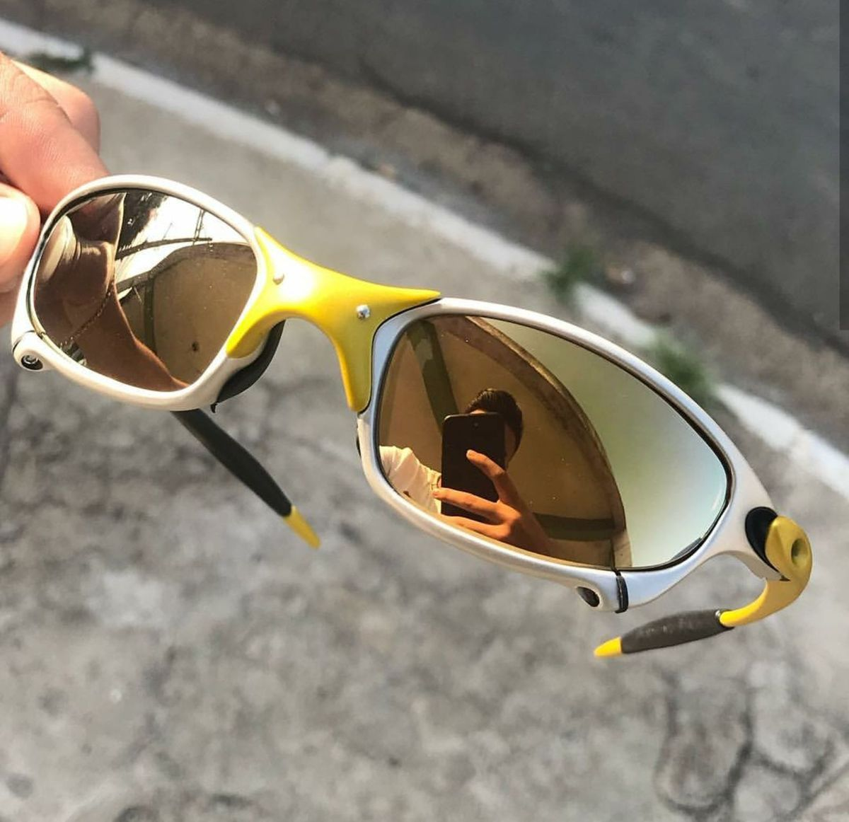 oculos oakley 24k masculino - óculos oakley.  Czm6ly9wag90b3muzw5qb2vplmnvbs5ici9wcm9kdwn0cy82ntmzotkwlzaznwjlnjcyzjk0ntnhyjjhzjjjodvjytnlzjvjzwmylmpwzw 6d6843b2db