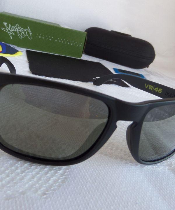 Óculos Oakley Holbrook Valentino Rossi Vr46 Preto Fosco Logo Prata  Polarizado - Original   Óculos Masculino Oakley Nunca Usado 14194534    enjoei ec57743d9f