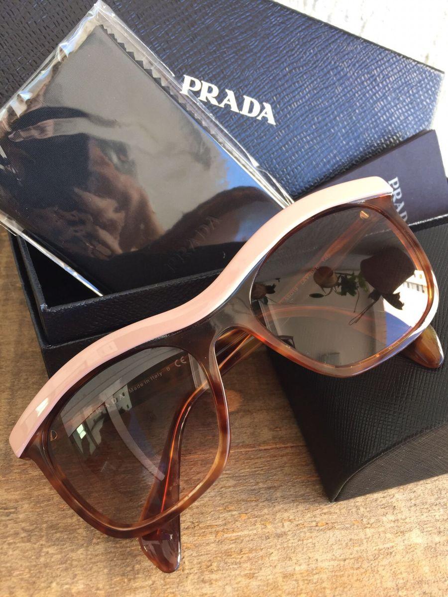 óculos prada gatinho - óculos prada.  Czm6ly9wag90b3muzw5qb2vplmnvbs5ici9wcm9kdwn0cy8xotq0ndevzdfkztexngm3zmqymty4nwywotu5mzhkztg4mme0zjcuanbn  ... f1cf69f2b8