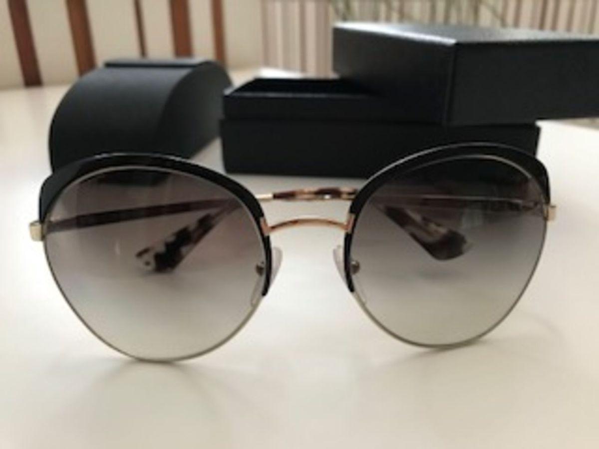 1690baaef1f84 oculos prada novo - óculos prada.  Czm6ly9wag90b3muzw5qb2vplmnvbs5ici9wcm9kdwn0cy81mdgymzy2l2m4mje3njy0mzk3ode0yzviywuzztjlmjfky2ezzgu1lmpwzw  ...