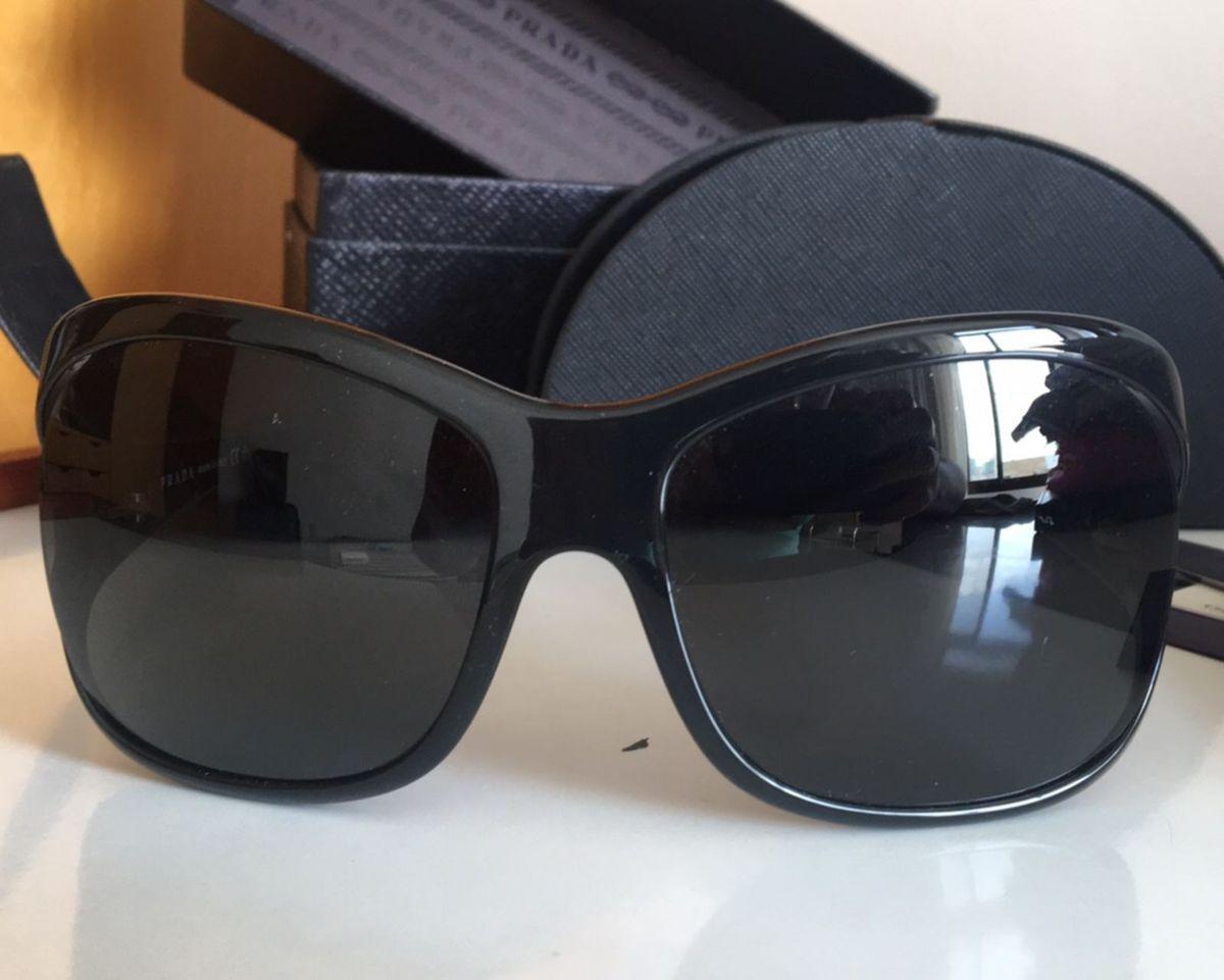 2a8768479 óculos prada preto modelo spr05l - óculos prada.  Czm6ly9wag90b3muzw5qb2vplmnvbs5ici9wcm9kdwn0cy85mta3njaxl2e2oda3mgu1mddiotjjngjioweyyzfimddjm2i3nwiwlmpwzw
