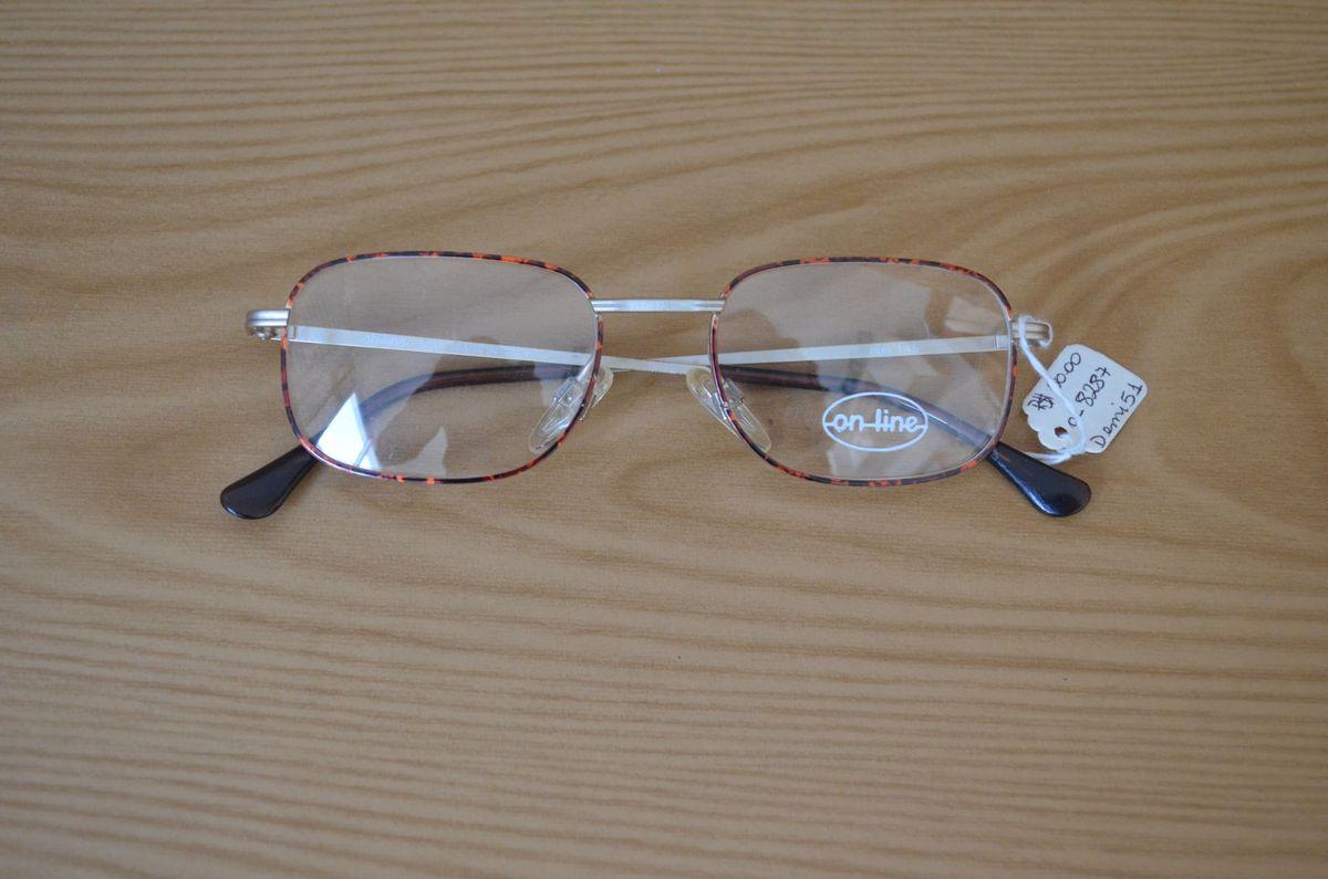 8de72a498dd58 oculos retro quadrado - óculos on line.  Czm6ly9wag90b3muzw5qb2vplmnvbs5ici9wcm9kdwn0cy85mzyymtcvyjnmmtizmdbhzdywm2vmzdqyodqyy2fjnjrkmgmxzdauanbn  ...