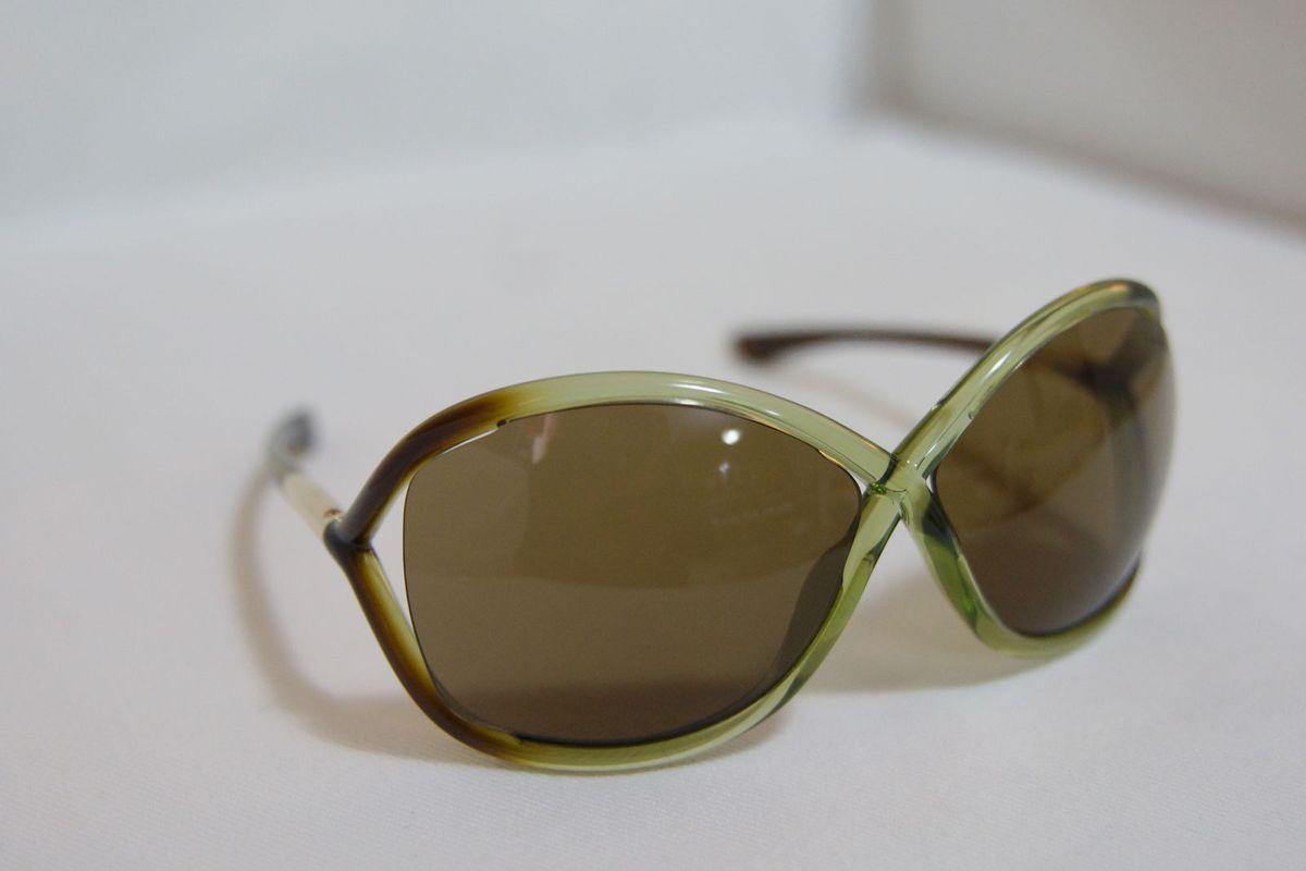 04e388098b7 óculos tom ford whitney verde - óculos tom ford.  Czm6ly9wag90b3muzw5qb2vplmnvbs5ici9wcm9kdwn0cy80ntexotqxl2u2n2e5mtdmnjrkztbkntjhnzq3ndezmtlkyjm2mjy2lmpwzw  ...