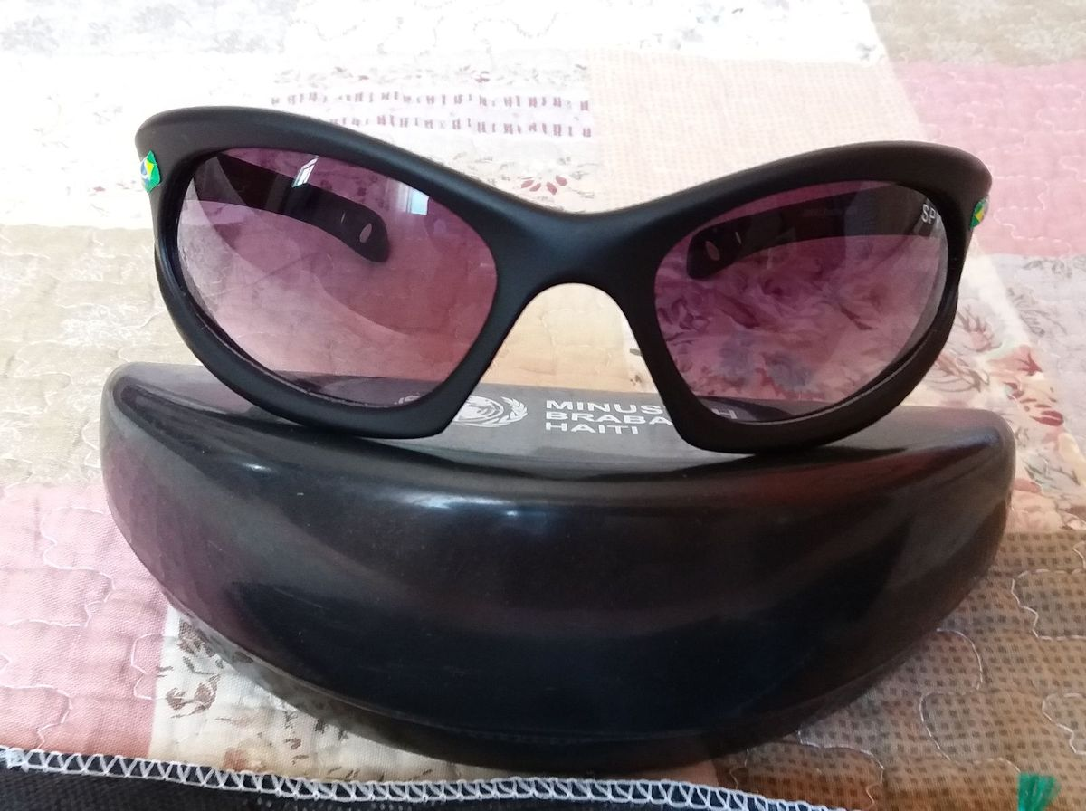 299be624d óculos tropas onu haiti - óculos spy.  Czm6ly9wag90b3muzw5qb2vplmnvbs5ici9wcm9kdwn0cy80ody3mdixlzq2nwmynmy5njg5ytk3zgq3ndcymwu4nzfmmda4mza0lmpwzw