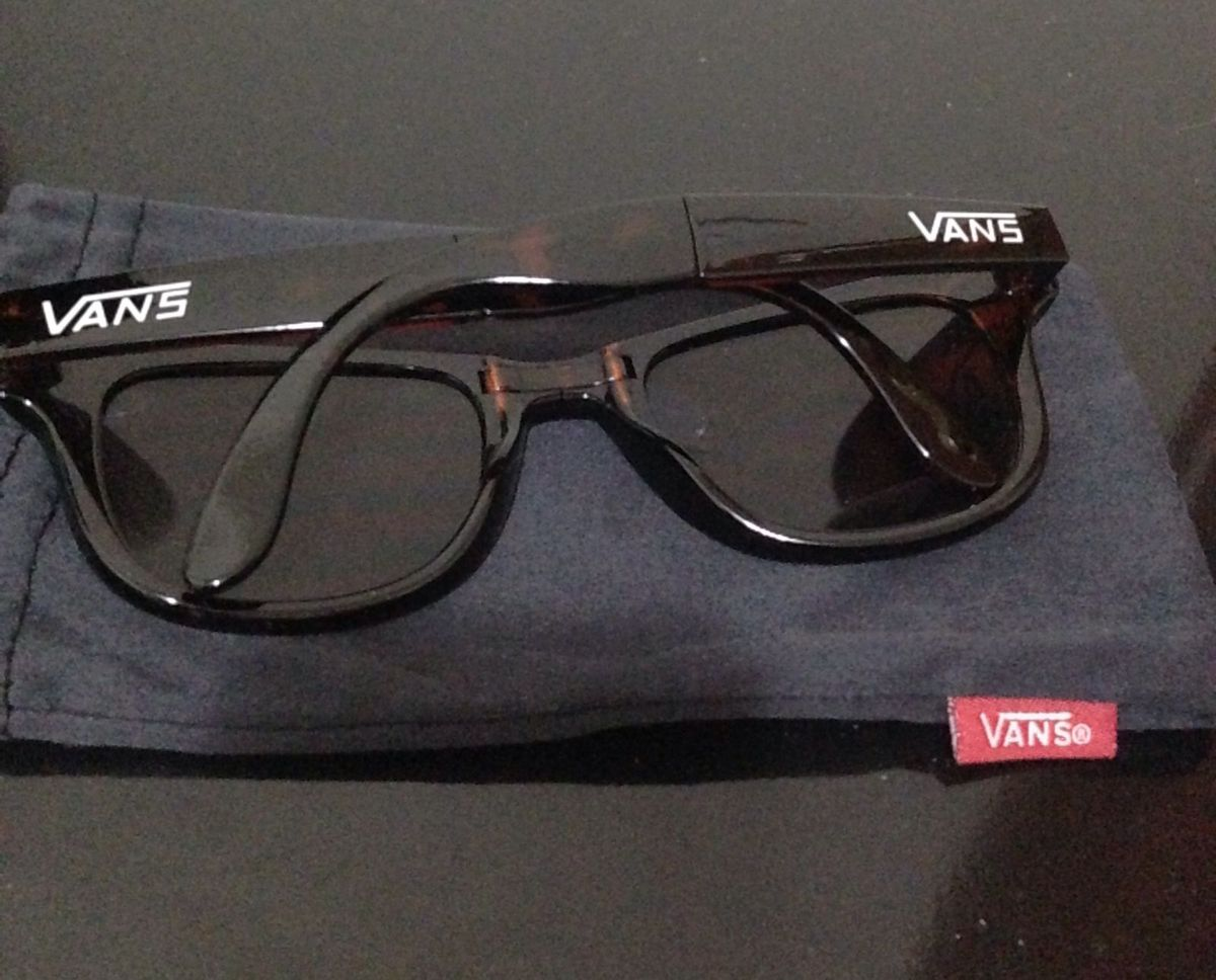 2deac281c0d34 óculos vans dobrável - óculos vans.  Czm6ly9wag90b3muzw5qb2vplmnvbs5ici9wcm9kdwn0cy80nzyzmzc5lzhlndu0mdriotixyjawowywndviytq0njhindiymjuylmpwzw  ...