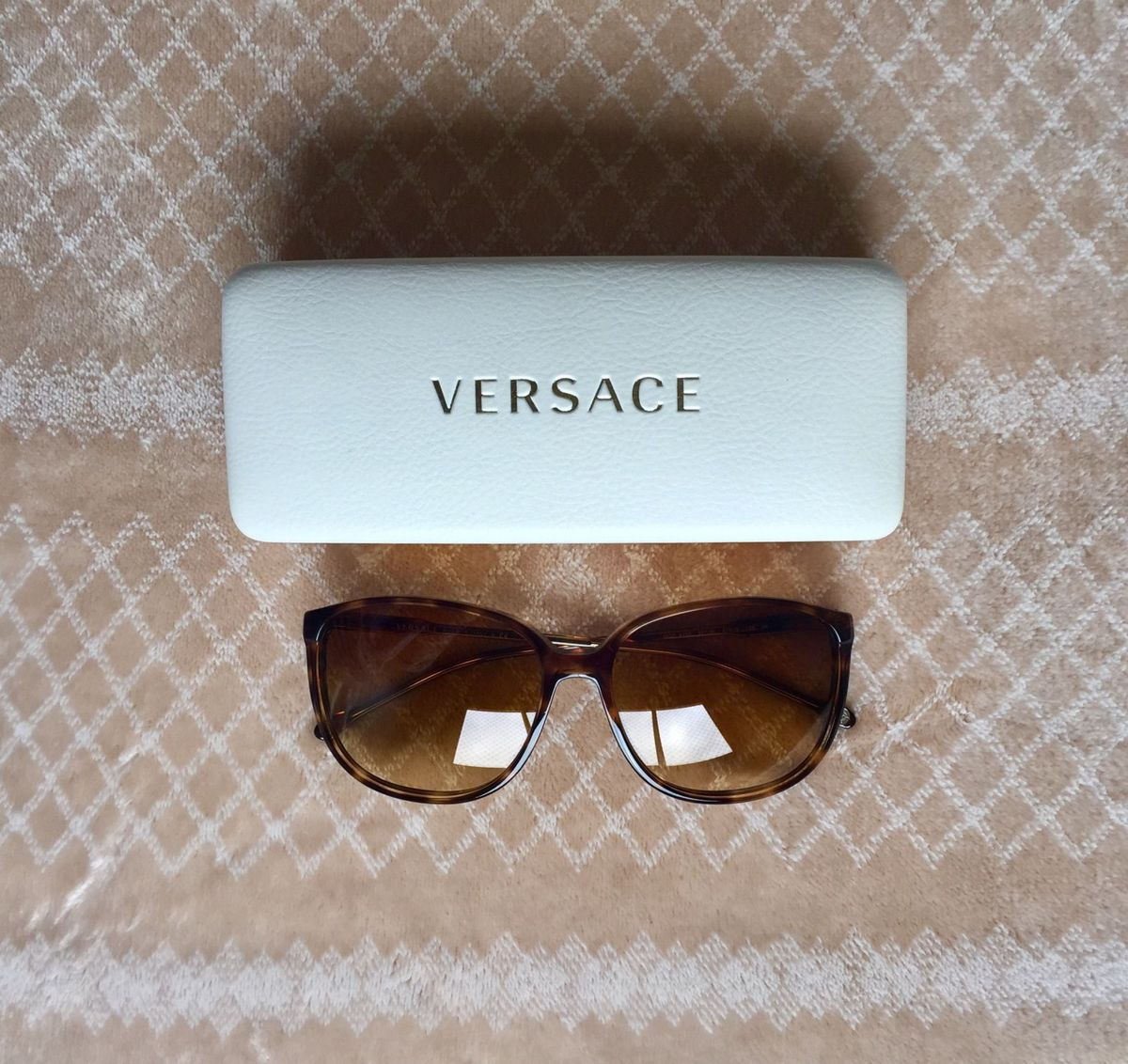 óculos versace gatinho - óculos versace.  Czm6ly9wag90b3muzw5qb2vplmnvbs5ici9wcm9kdwn0cy82nzy0otezlzjlm2jkzdiyzwy1mdhjytrlmgi4odvknjjmowmxnjq1lmpwzw  ... 91965ca56a