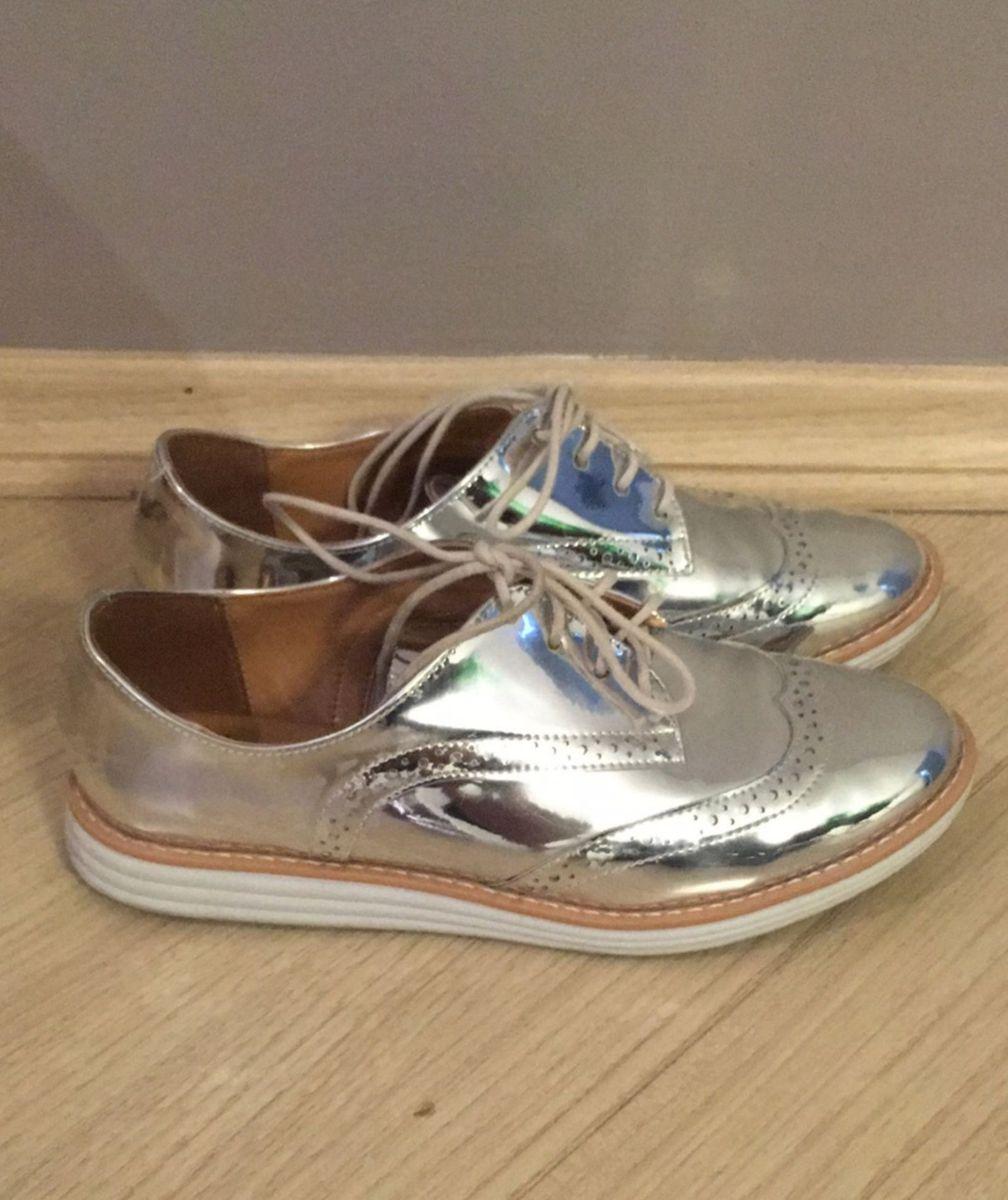 5c71186db ... vizzano metalizado prata - sapatos vizzano.  Czm6ly9wag90b3muzw5qb2vplmnvbs5ici9wcm9kdwn0cy81njq0odq1lzm2mdbhy2yzowy5yjiynwflzmu0nde4mtdjztuymjq2lmpwzw