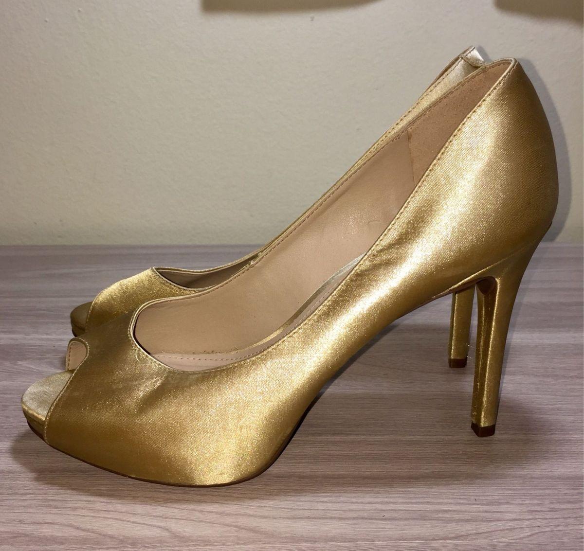 474bffb89 peep toe arezzo cetim dourado - sapatos arezzo.  Czm6ly9wag90b3muzw5qb2vplmnvbs5ici9wcm9kdwn0cy8xmta1mte0lzezowu0ywjjnte2ymy1ogq4ndq2ogy0mtk4mjvln2jmlmpwzw