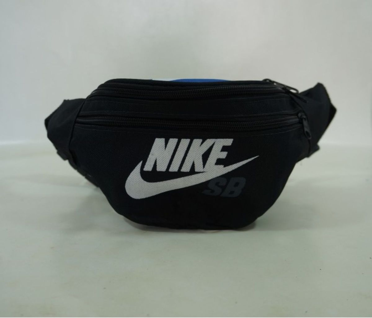 7295d30b1 pochete nike azul e preto - bolsas nike.  Czm6ly9wag90b3muzw5qb2vplmnvbs5ici9wcm9kdwn0cy82nzc4mjexl2qymju4yjg4mdg3ymq5otniowi2ytvmymrhzdi3mtbilmpwzw