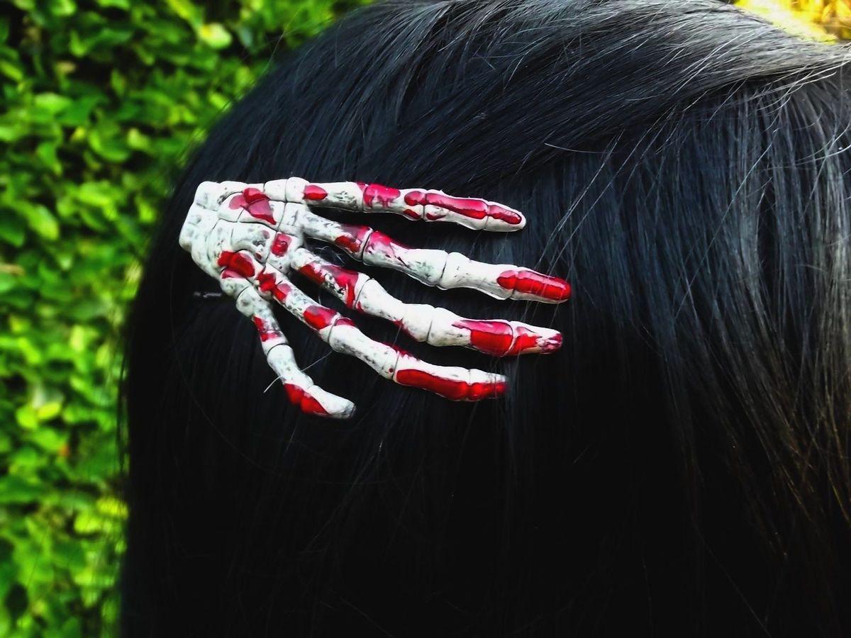 presilha mão de esqueleto - cabelos sem marca