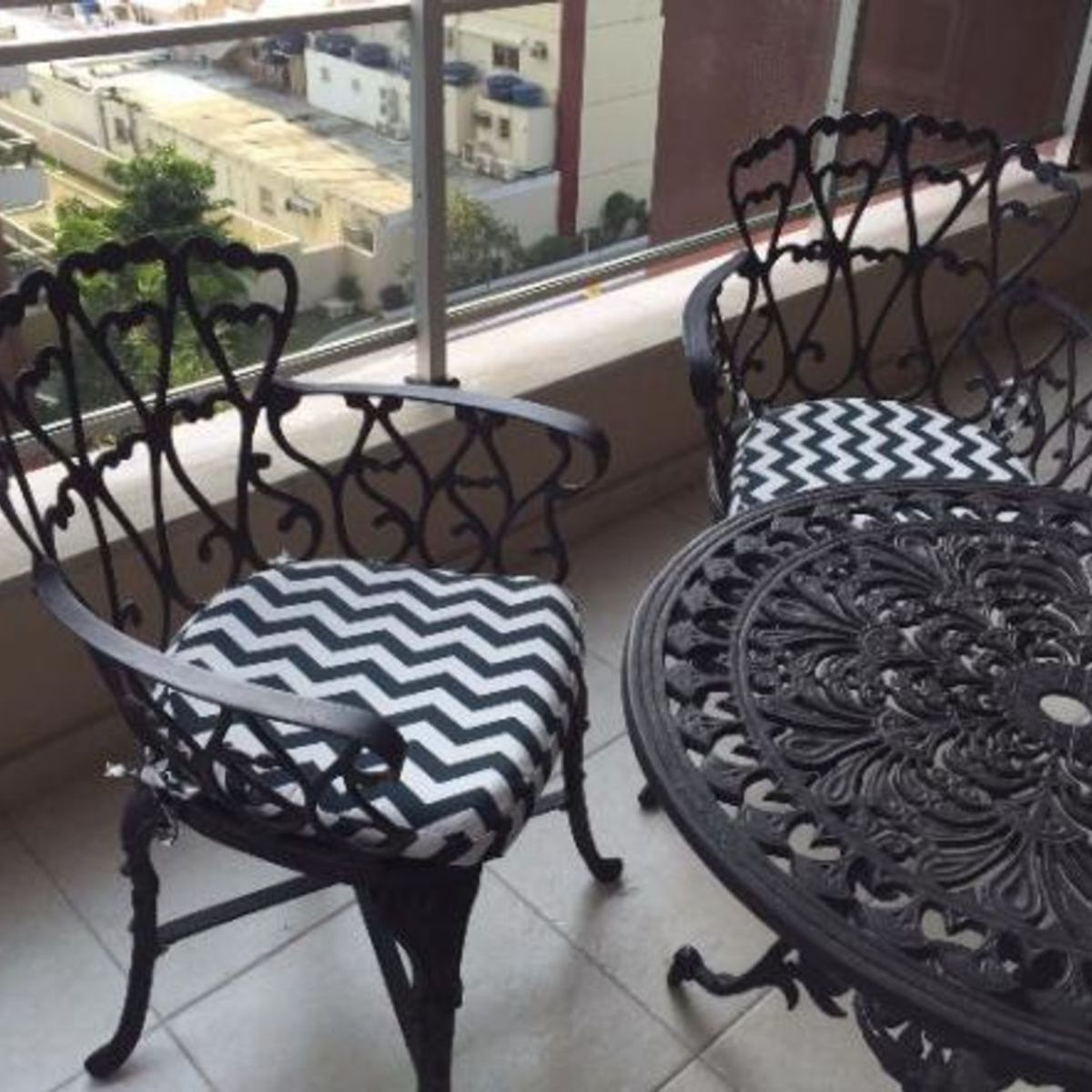 Mesa E Cadeiras De Aluminio Fundido Recem Pintadas E Acolchoadas Mesa Usado 15933342 Enjoei