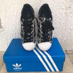 3fb14efd663 Tenis Adidas Estampado - Encontre mais belezas mil no site  enjoei ...