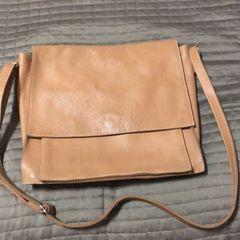 c5535a848 Bolsa Carteiro Feminina Caramelo | Comprar Bolsa Carteiro Feminina ...