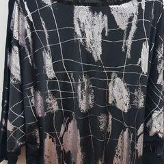 74450a5add blusa preta com detalhe dourado e com paete