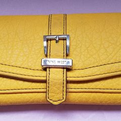 e5b2eb235124d carteira original nine west amarela. usada. importada!