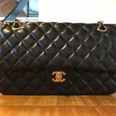 42d1492e0785e Bolsa Preta Chanel Classic Flap - Encontre mais belezas mil no site ...