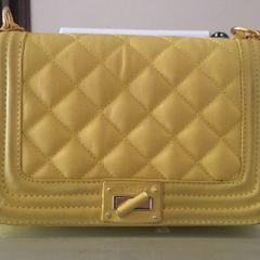 38bd86eea Bolsa Amarela Com Alca De Corrente Dourada | Comprar Bolsa Amarela ...