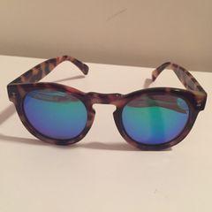 07d71d587 óculos Illesteva | Comprar óculos Illesteva | Enjoei