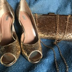 9a36c2098e sapato peep toe dourado shoestock + brinde bolsa clutch dourada tam 36