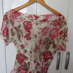 ca3458e21c blusa manga curta em poliester com flores de paete na frente ideal para  usar ha noite