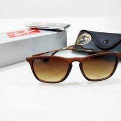7933494c86782 óculos de sol rayban chris marrom fosco degradê quadrado feminino e  masculino cris